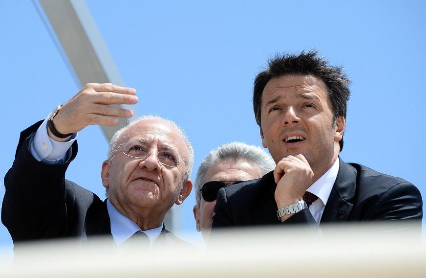 Matteo Renzi con Vincenzo De Luca: «Si decide il futuro, non concentriamoci sul Pd»