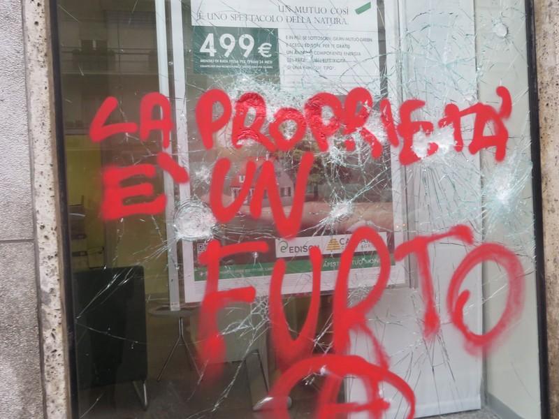 """""""Nessuno tocchi Milano"""", la risposta dei milanesi alla devastazione dei Black Bloc"""