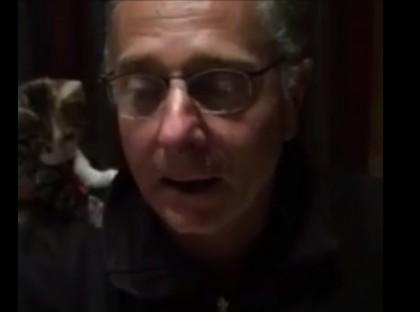 Paolo Bonolis e il micio dell'aldilà