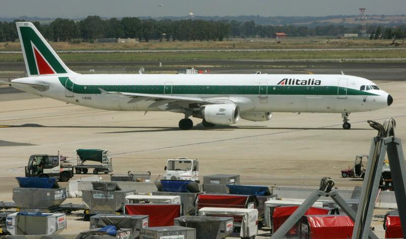 Un Airbus Alitalia con lo schema del periodo 1969-2005 (ANDREAS SOLARO/AFP/Getty Images)