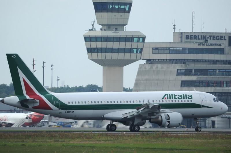 Un Airbus A320 di Alitalia con lo schema studiato nel 2005 (PATRIK STOLLARZ/AFP/Getty Images)