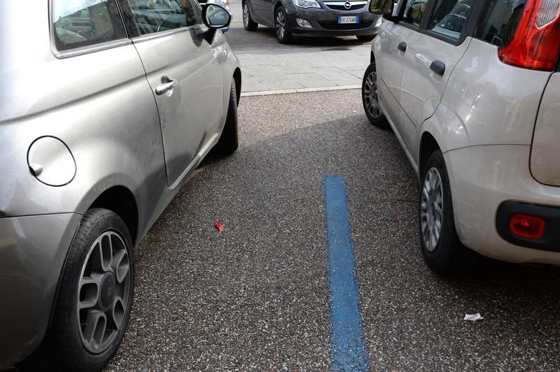 Parcheggio su strisce blu