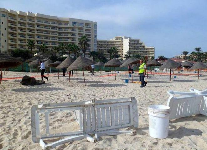La spiaggia chiusa dopo l'attentato