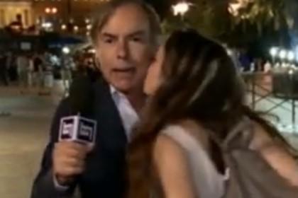 bacio giornalista tg1