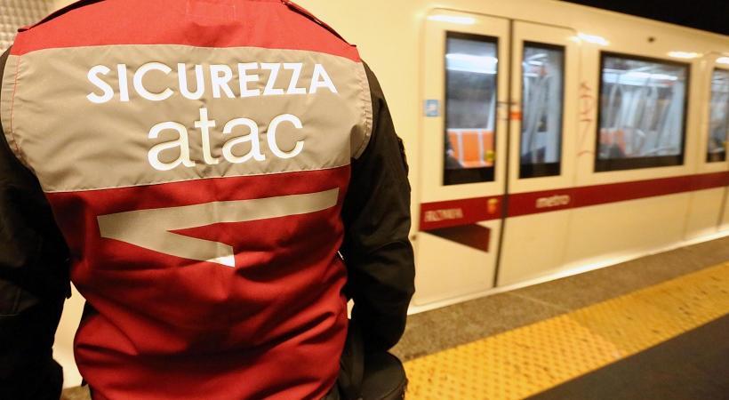 Roma uomo aggredito metro b bologna sigarette fumare