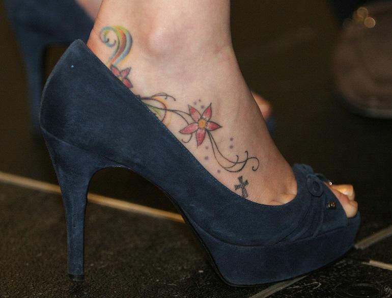 I 10 punti dove fa pi male farsi un tatuaggio for Tatuaggi sul piede uomo