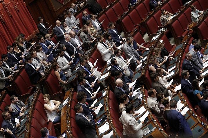 La proposta di legge del movimento 5 stelle per abolire il for Deputati movimento 5 stelle