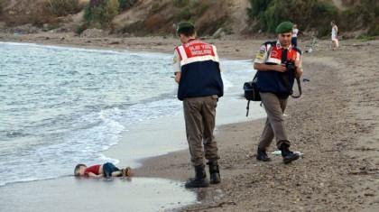 poliziotti-turci-bambino-siriano-morto