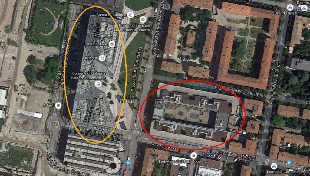 L'edificio sgomberato (rosso) si trova proprio di fronte alla nuova sede del Comune di Bolonga