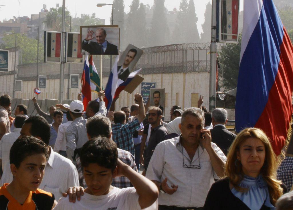 Manifestazione per ringraziare Putin davanti all'ambasciata russa a Damasco  (Photo credit   LOUAI BESHARA/AFP/Getty Images)