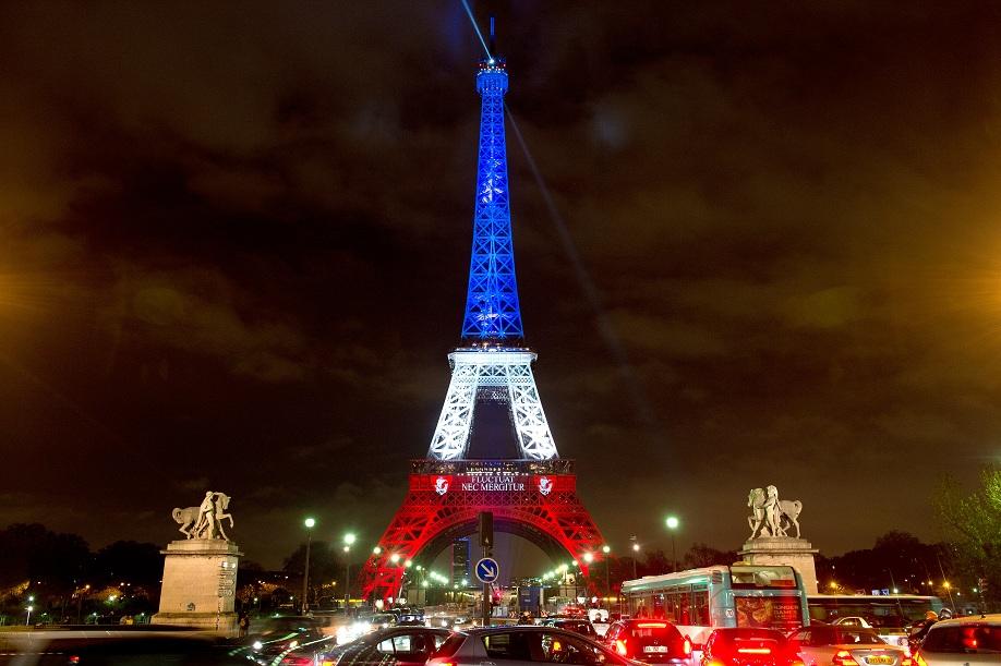 Attentati parigi la francia chiede assistenza militare l for Decorazione provinciale francese con un budget