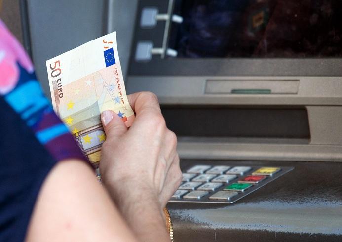 Dal Cdm sì al decreto per il salvataggio delle banche