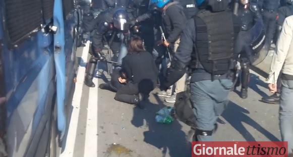 bologna ferito poliziotto