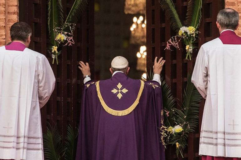 giubileo porta santa papa francesco africa