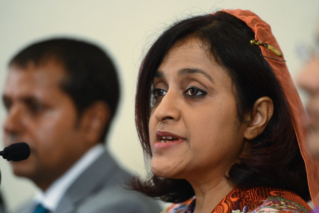 Maldives Foreign Minister, Dunya Maumoon (R) addresses a press conference in the capital Colombo on October 29, 2015.    Maumoon said that the Vice President Ahmed Adheeb had been arrested on October 24 in order for an independent investigation to be held into the September 28 bomb blast on President Yameen's speed boat.  AFP PHOTO / LAKRUWAN WANNIARACHCHI        (Photo credit should read LAKRUWAN WANNIARACHCHI/AFP/Getty Images)