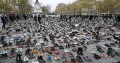 Le scarpe in piazza a Parigi