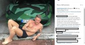 Lapo Elkann in mutande e una Ferrari mimetica