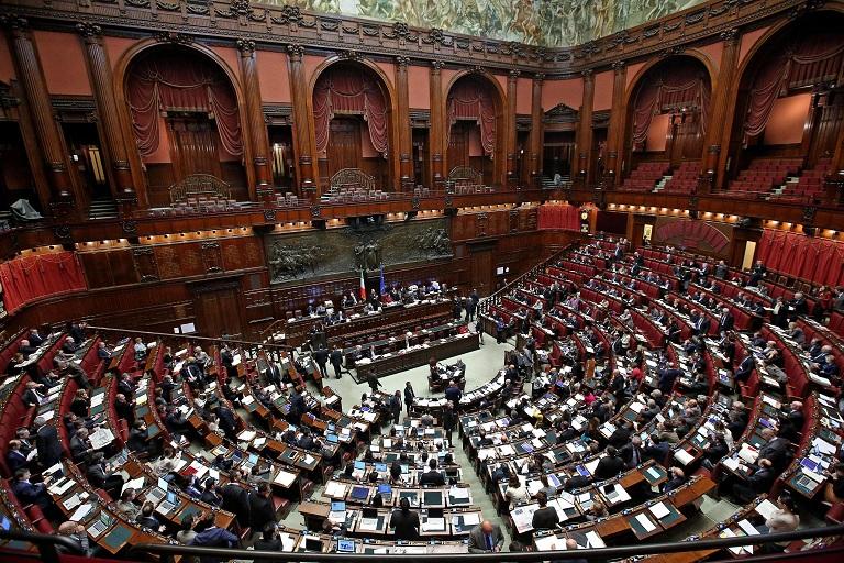 I numeri in parlamento cresce il pd scelta civica si for Formazione parlamento