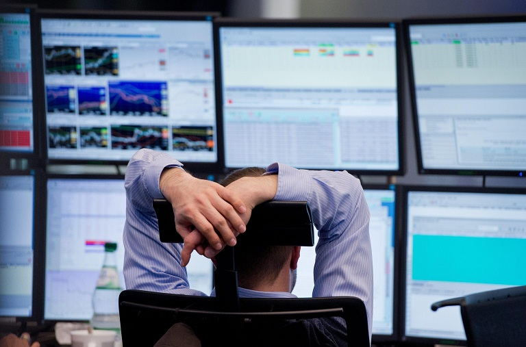 Borse oggi, dopo il giovedì nero arriva il rimbalzo: +4% a Milano