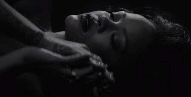 rihanna nuda kiss it better video
