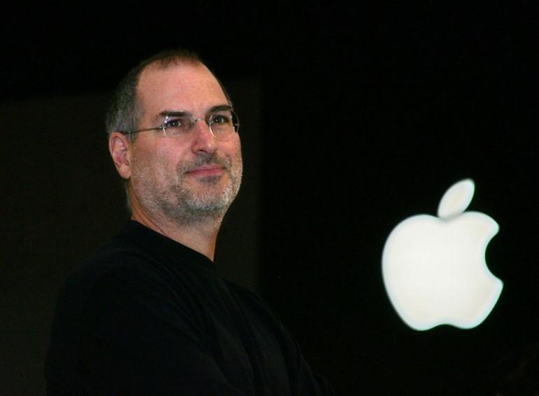 Apple compie 40 anni, dal garage al duello con Fbi