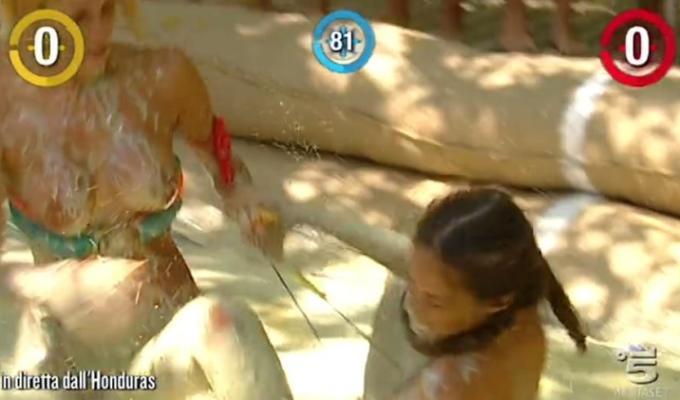 isola dei famosi 2016 lotta nel fango