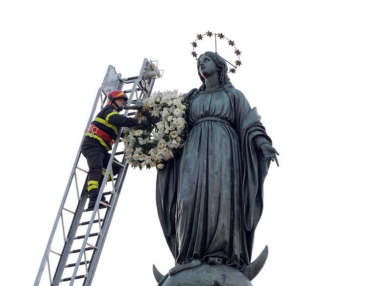 Inchino della Madonna alla casa del boss, il prete abbandona la processione