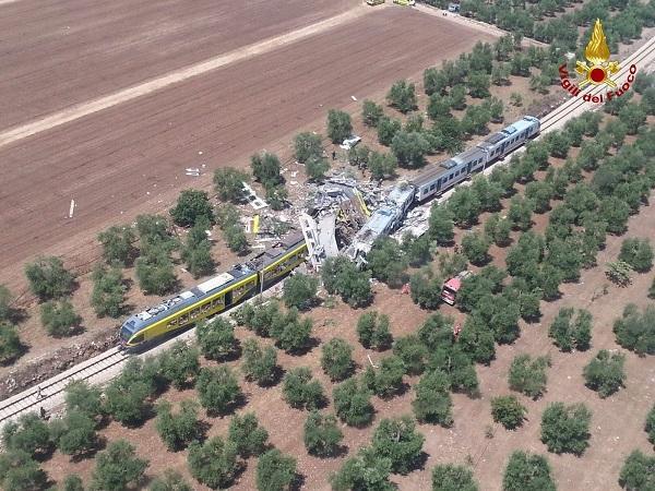 scontro treni puglia