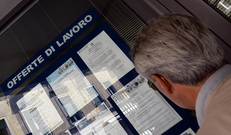 Istat, in calo disoccupazione ma a luglio sale quella giovanile: +2%