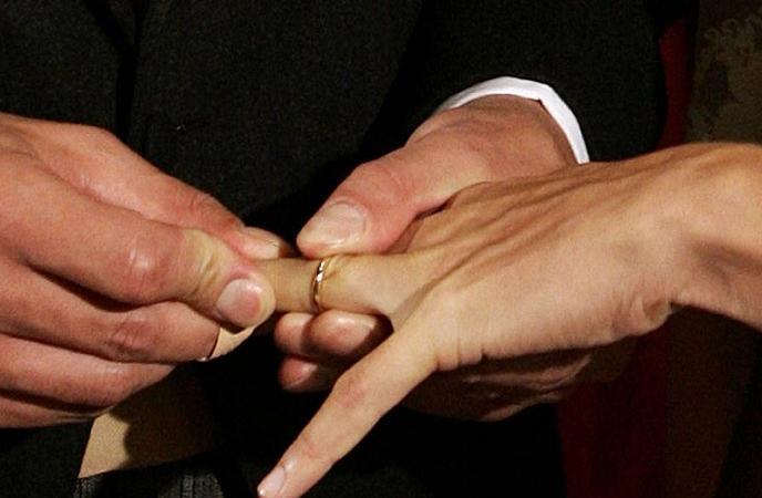 Finto matrimonio con un italiano per 7mila euro arrestate for Permesso di soggiorno per matrimonio con cittadino italiano