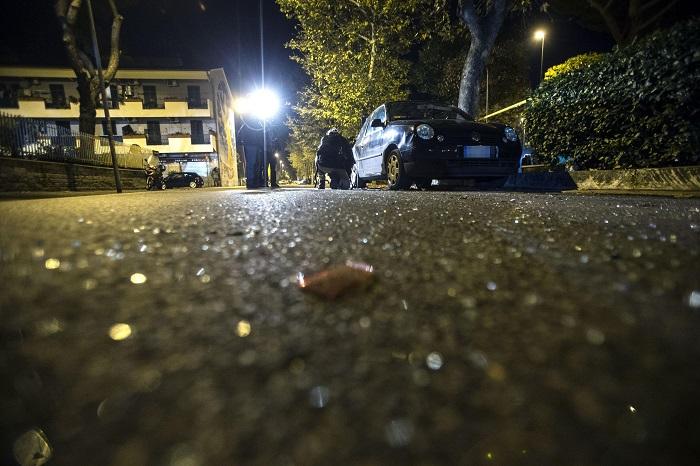 Roma: cede grata in zona Tiburtina, donna si schianta e muore