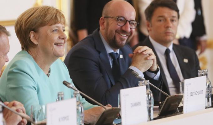 Matteo Renzi attacchi contro Angela Merkel