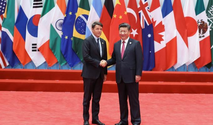 Matteo Renzi caduta G20 pesce