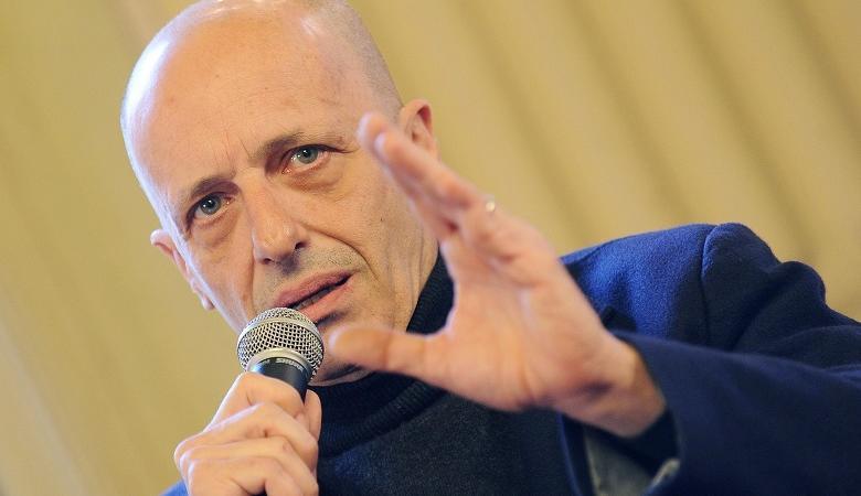 Gianni Morandi critiche Alessandro Sallusti