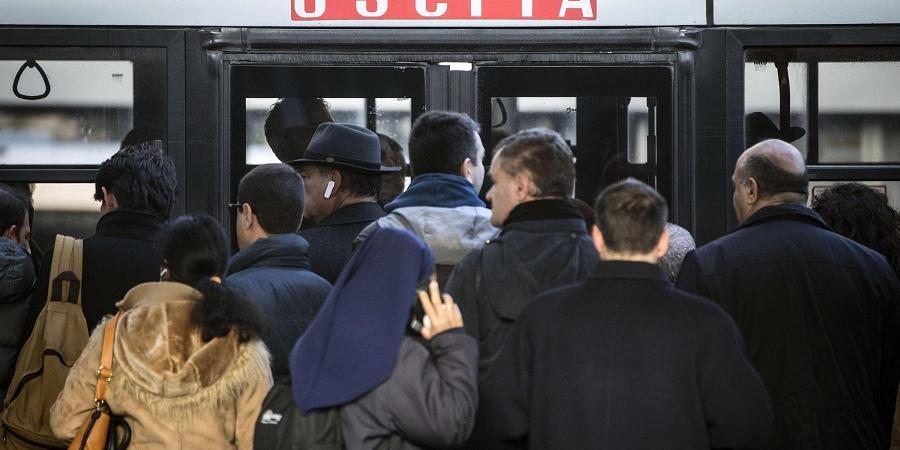 roma ragazza aggredita autobus