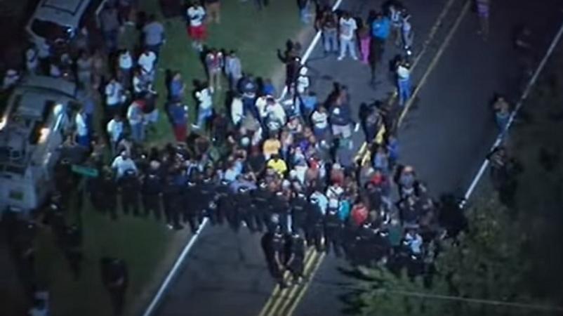 polizia uccide afroamericano proteste
