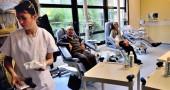 I medici ciarlatani che curano i tumori con piante e inconscio
