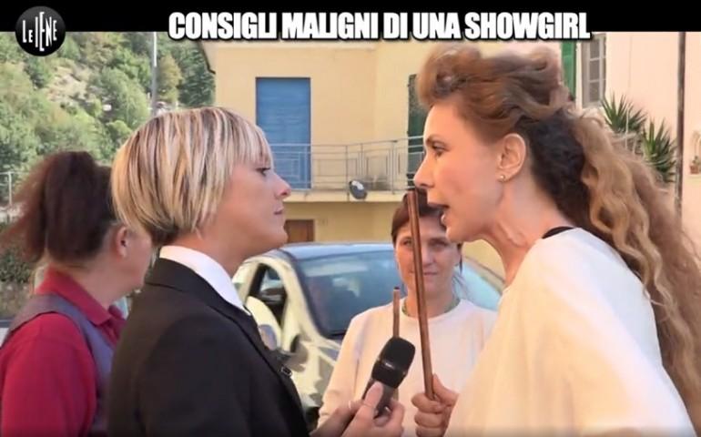 Eleonora Brigliadori, riti contro il cancro. E aggredisce l'inviata delle Iene