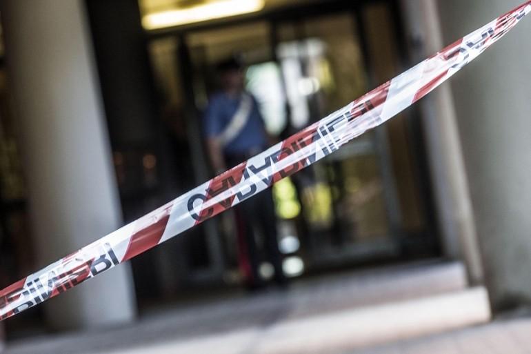 Roma, uccide due vicini di casa e si toglie la vita