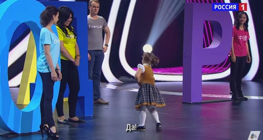 Russia bambina poliglotta