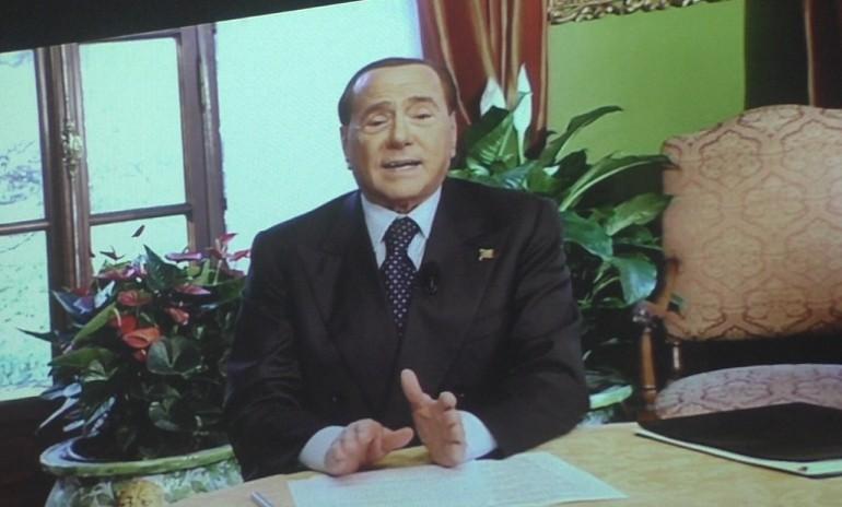 Berlusconi presenta la sua riforma 300 deputati e 150 for Parlamentari forza italia