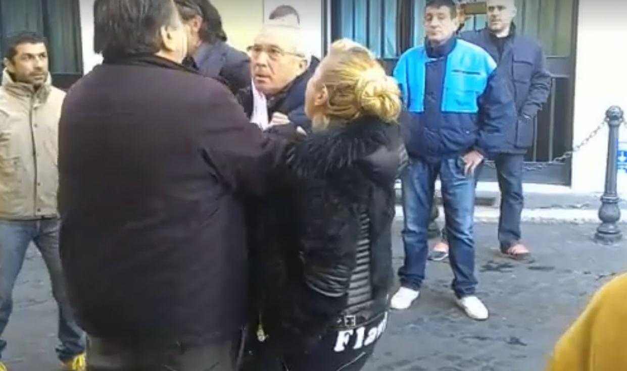 I forconi arrestano osvaldo napoli video for Gruppi politici italiani