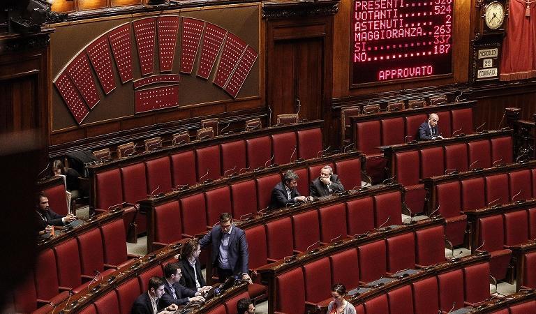 vitalizi parlamentari le proposte di pd e movimento 5 stelle
