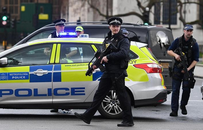 Londra, l'attentatore si chiamava Khalid Masood. Aveva 52 anni. Era già noto alle forze dell'ordine