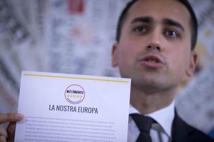 Libro a 5 Stelle dei cittadini per l'Europa, la Top 5 delle follie M5S