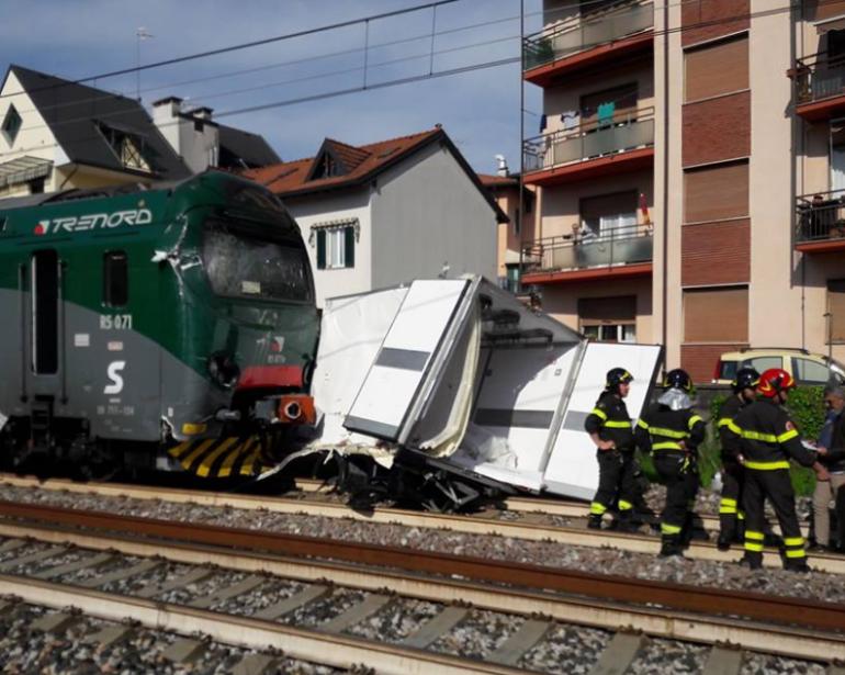 Incidente Treno-Camion a Gazzada: Scontro sui binari Milano-Varese