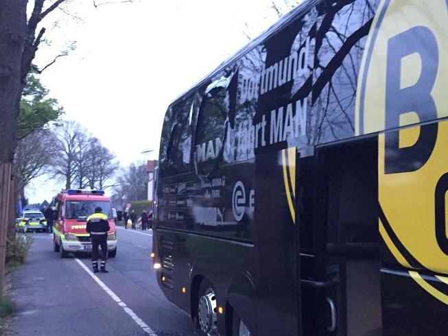 ULTIM'ORA: tre esplosioni fuori dal pullman del Borussia Dortumund. Ferito Bartra