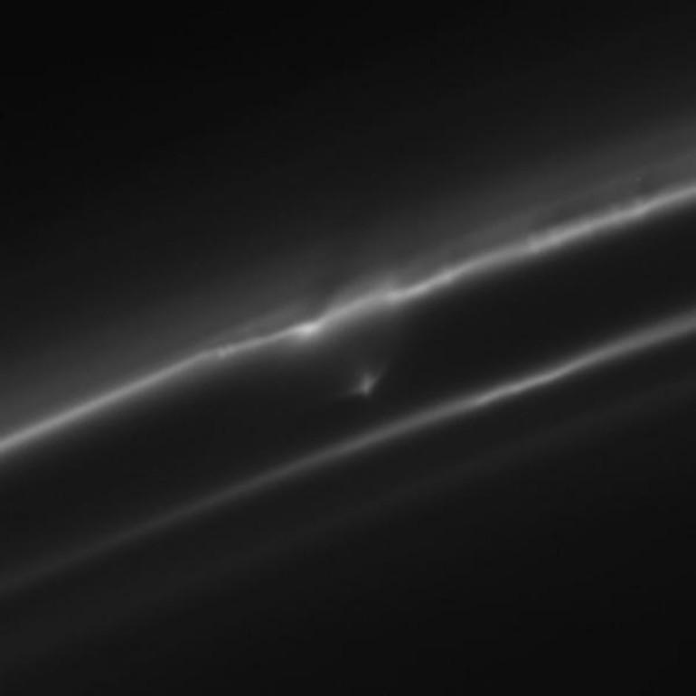 Spazio, su una luna di Saturno è possibile la vita