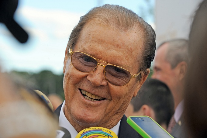 Roger Moore è morto: addio a James Bond