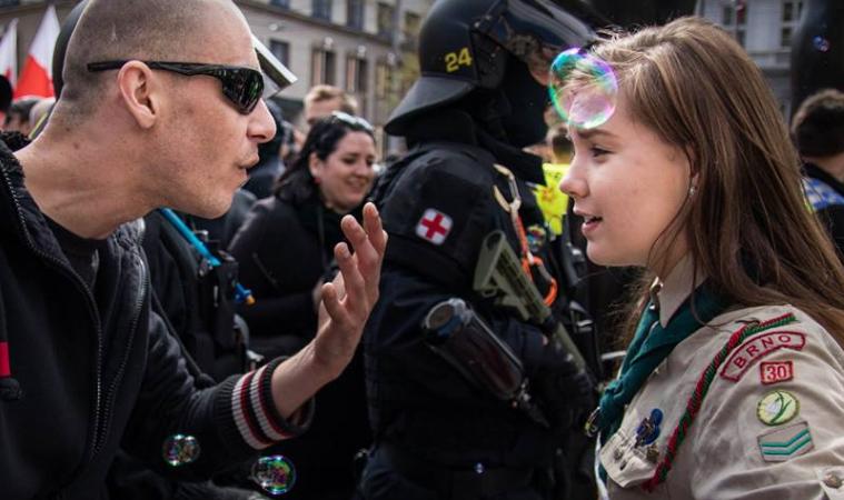 ragazza scout neonazista
